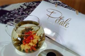 Hario Teapot + Assorted Blooming Tea